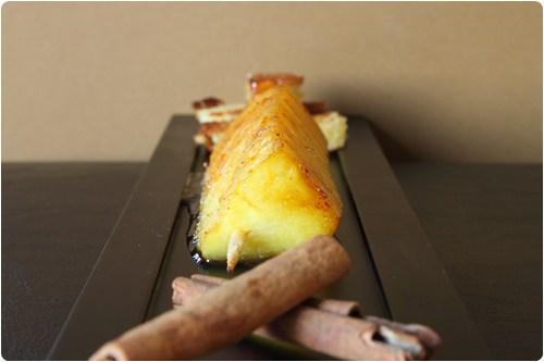 Brochettes dananas flambées au rhum, mouillette de brioche