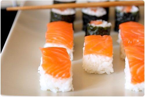 sushi saumon fum ou saumon frais chefnini. Black Bedroom Furniture Sets. Home Design Ideas