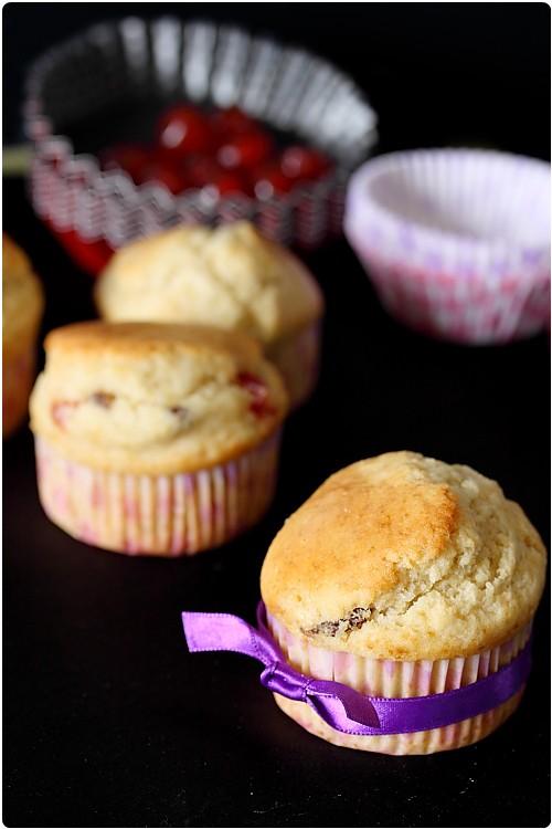 Muffins anglais (muffins aux bigarreaux confits, raisins et rhum)