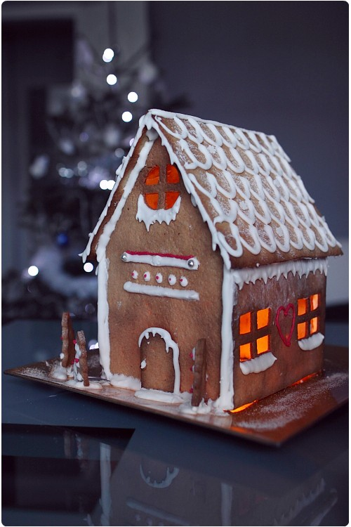 Comment faire une maison en pain d 39 pices illumin e chefnini for Pain d epice maison