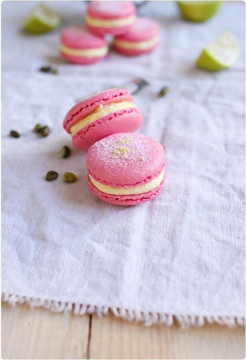Macarons à la mousse citron vert et griottes