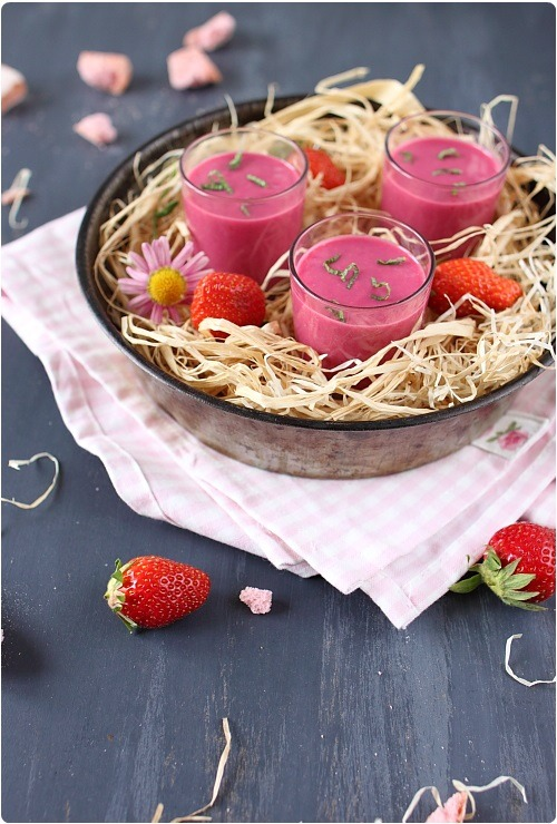 smoothie-fraise-betterave-biscuit-rose