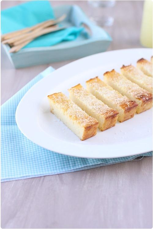 Gâteau de semoule et polenta au rhum et zestes de citron vert