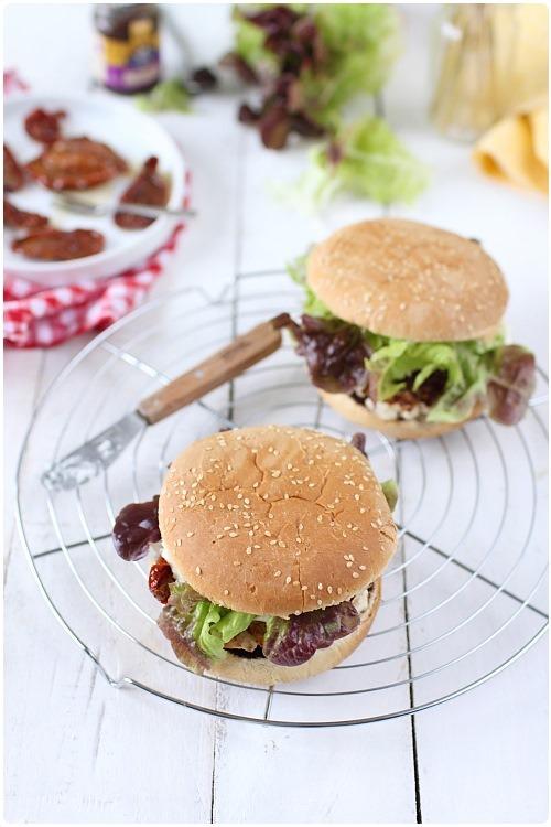 hamburger-poulet-tomate-confite