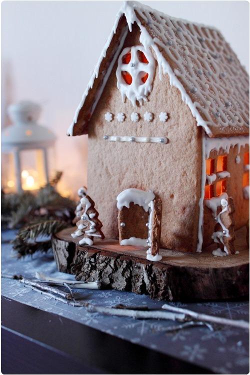 Maison en pain d 39 pices illumin e version 2012 chefnini for Pain d epices maison
