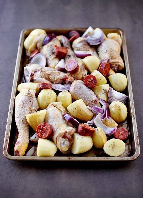 poulet au chorizo pommes de terre et oignons rouges au four chefnini. Black Bedroom Furniture Sets. Home Design Ideas