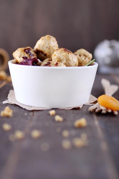 Boulettes de poulet aux abricots secs et pain dépices