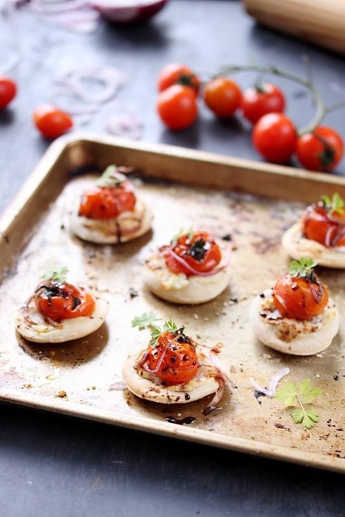 Pizzettes aux tomates cerises rôties et caramel balsamique