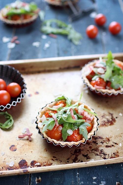 Tartelettes aux tomates cerises, oignons au vinaigre et miel
