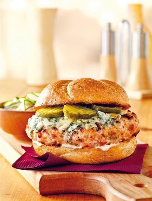 Burger-de-poulet-fume-au-bacon-et-au-bleu-p-84