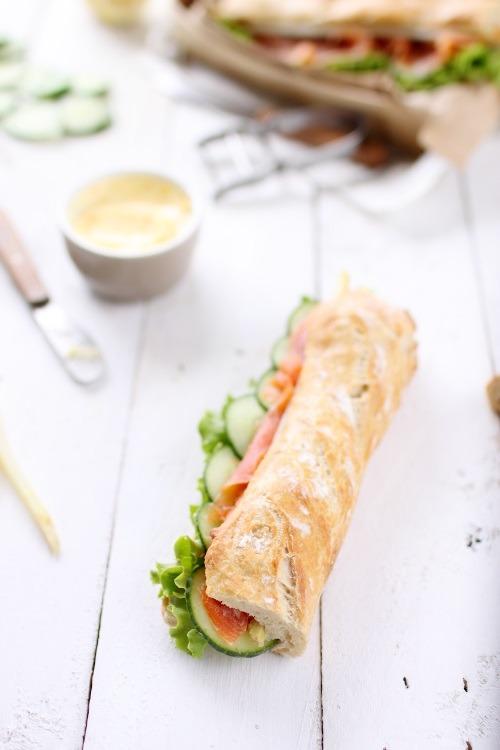 sandwich au saumon fum concombre asperge salade et beurre d 39 agrumes chefnini. Black Bedroom Furniture Sets. Home Design Ideas