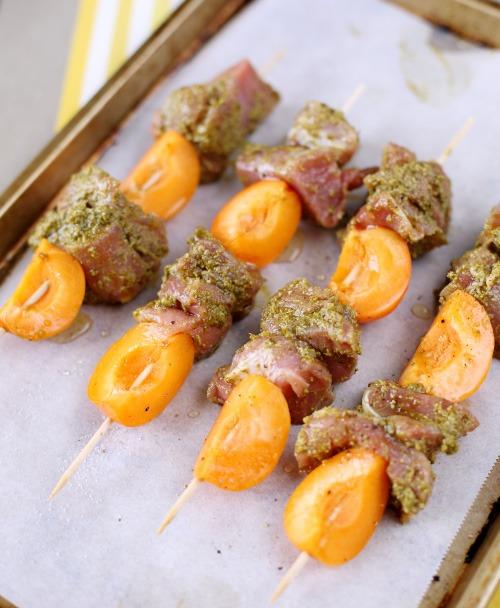 brochette-porc-abricot-pesto copie
