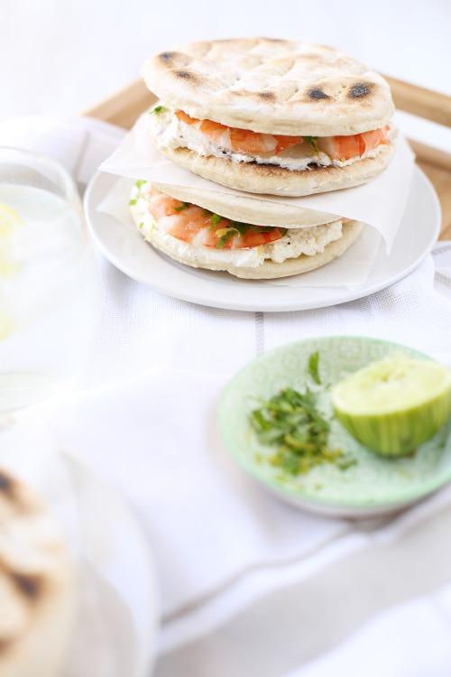 Sandwichs de pain polaire aux gambas et gremolata de citron