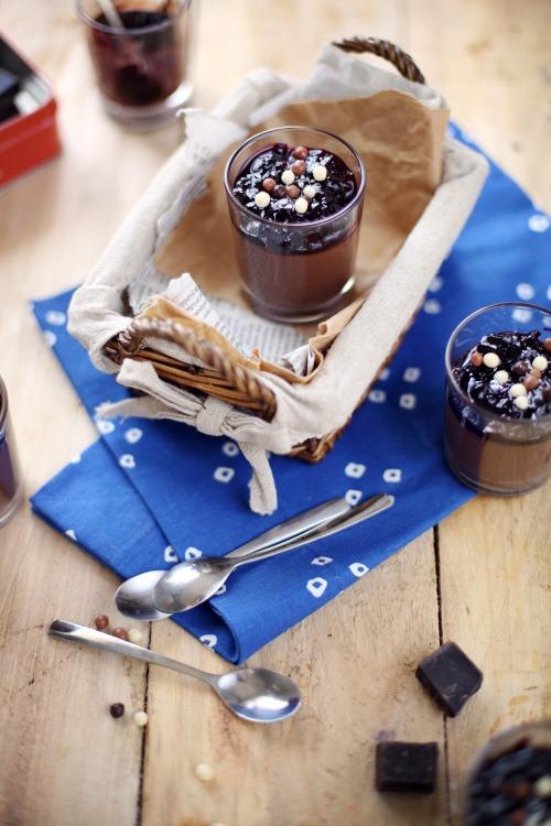Panna cotta au chocolat noir, confiture de cerises