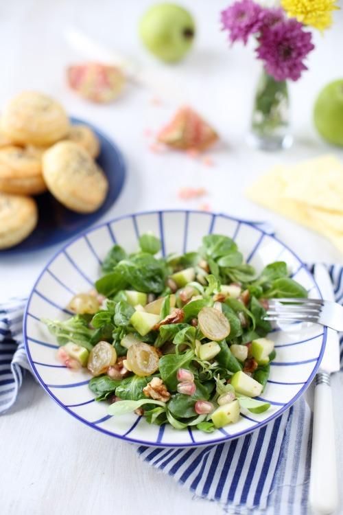 Salade fruitée et feuilletés au chèvre