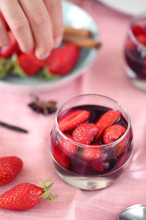 fraises au vin rouge chefnini. Black Bedroom Furniture Sets. Home Design Ideas
