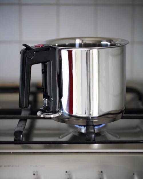 test de la casserole bain marie chefnini. Black Bedroom Furniture Sets. Home Design Ideas