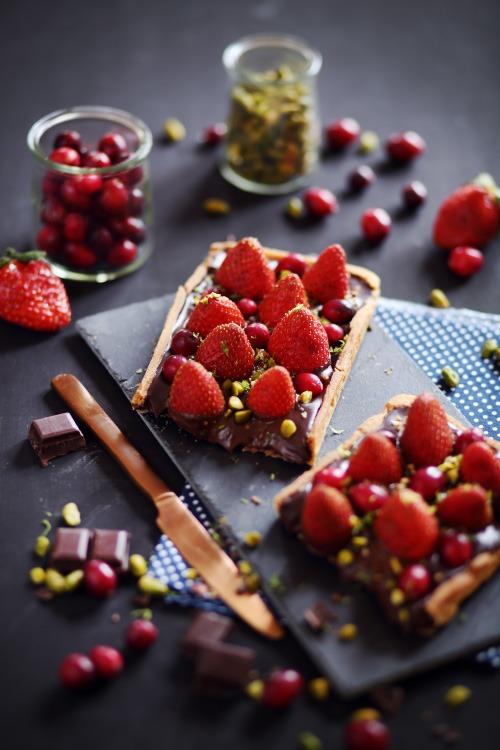 tarte-chocolat-fraises-cranberries4