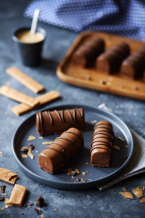 Mini bûches chocolat et pralinoise , chefNini
